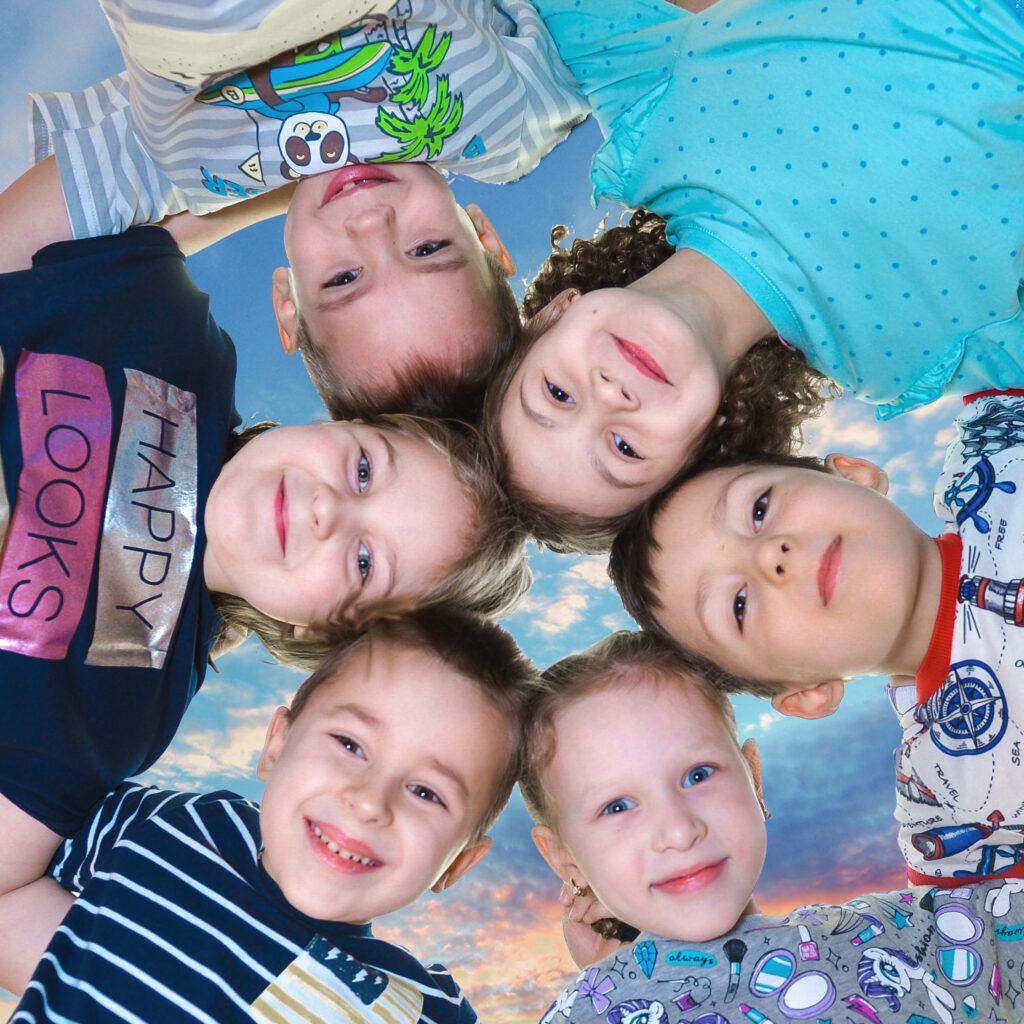 Групповой снимок из выпускного альбома для детского сада в нашей галерее фотографий