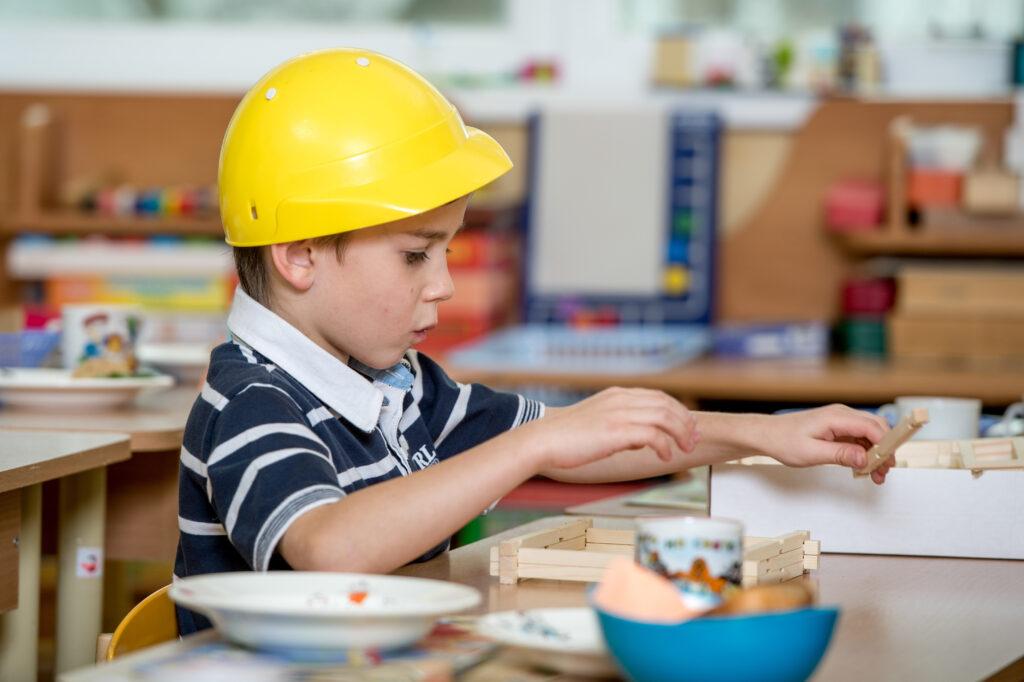 Творческая деятельность в детском саду. Портрет для выпускного альбома